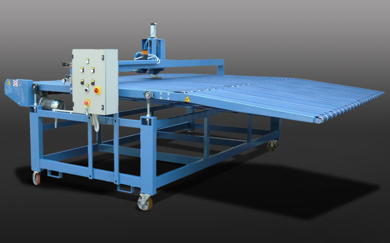 Transport Conveyor belt with cutting device to be placed after sammying machine